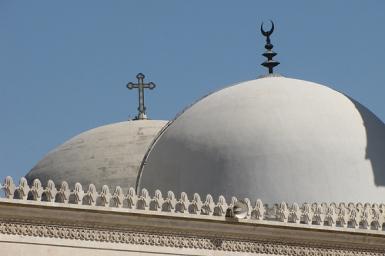 Églises et mosquées, clochers et minarets