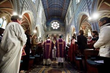 Les anglicans d'Afrique regrettent l'admission d'évêques homosexuels par l'Église d'Angleterre