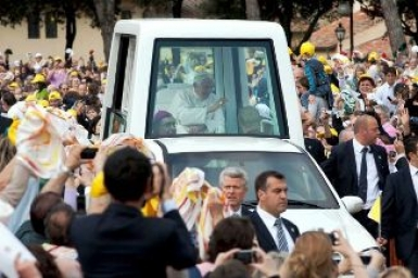 Pope in AREZZO: Foment a culture of solidarity