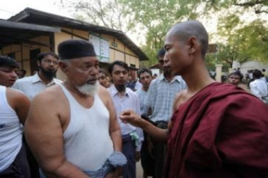 Thai Buddhists to help anti-Muslim Myanmar monks set up radio station