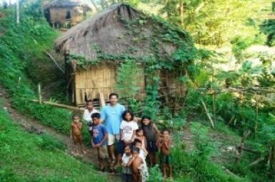 Catholic priest gets international award for Mindoro mining fight