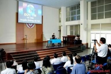 Saigon : Conférence sur la foi et la communication sociale