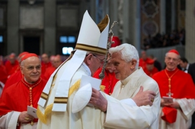 Benedict makes surprise appearance at cardinals` consistory