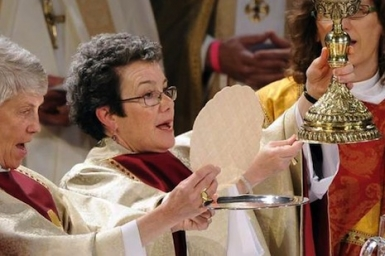 Church of England votes in favour of ordaining women bishops