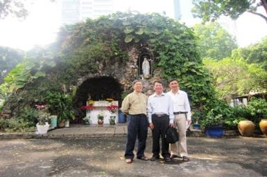 Les bouddhistes Hòa Hảo visitent au Centre pastoral de Saigon