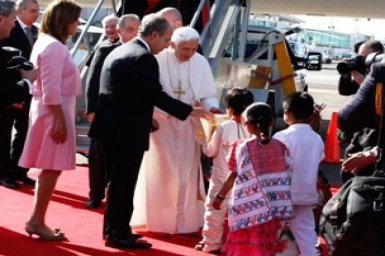 Rapturous welcome for Pope Benedict in Mexico (24 Mars 2012)