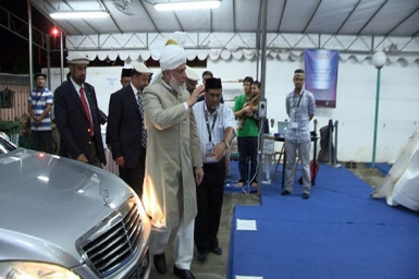 The World Head of the Ahmadiyya Muslim Community Arrives in Singapore