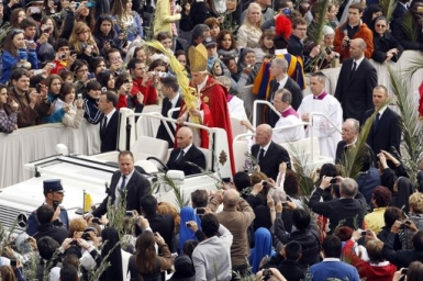 Pope Benedict: Palm Sunday, an outlook on humanity