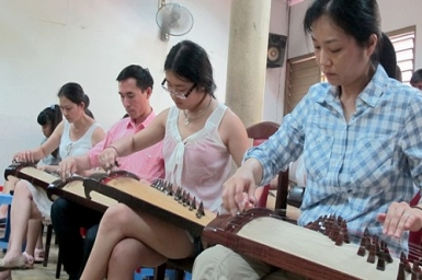 Traditional music festival gathers expat Vietnamese players