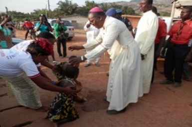 Pope tells Benin Bishops promote interreligious dialogue