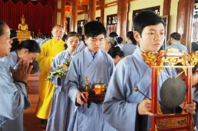 Speaking at Tu Xuyen Pagoda – Thai Binh Province