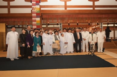 Visit to Ootomo Religon in Japan by Caodai Sacerdotal Council
