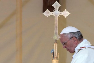 Pope tweets for the suffering in Iraq