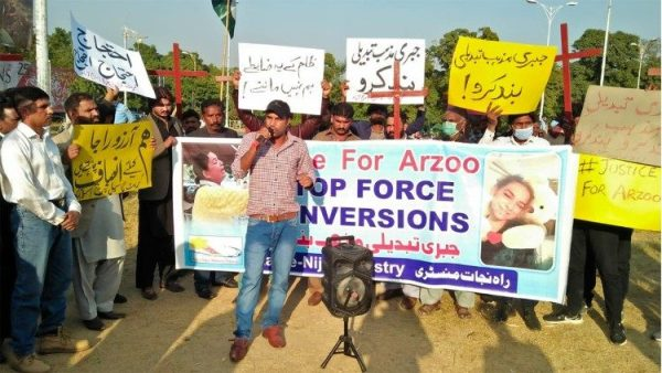 Pakistani archdiocese holds seminar on forced conversion, child marriage