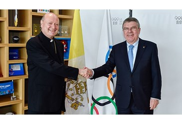 Cardinal Ravasi meets IOC President over upcoming Vatican conference