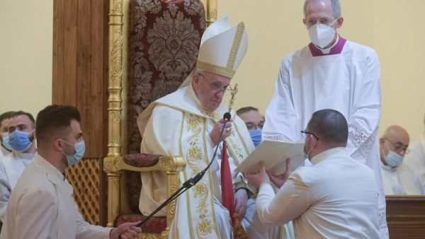 Pope at Divine Liturgy in Iraq: World is changed by Beatitudes, not power
