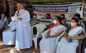 India: three bishops on hunger strike for educational rights