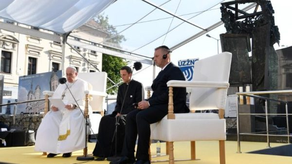 Pope thanks Slovak Jews for opening doors to healing and fraternity