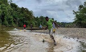 Colombia: Ethnic communities guard rights of Atrato River