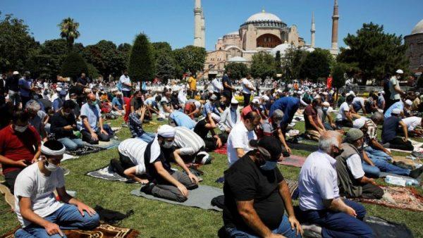 First Islamic prayers held in Hagia Sophia in 86 years