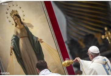 Pope Francis: divine motherhood of Mary a gift to us all
