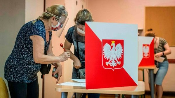 Poland`s president facing challenge in Sunday poll