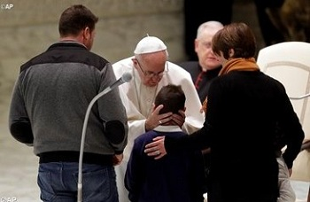 Pope meets with survivors of central Italy`s earthquakes