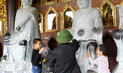 In northern Vietnam, worshipping places fill with misbehaving pilgrims
