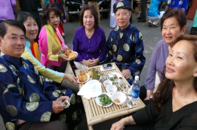 Overseas Vietnamese celebrate Tet at home