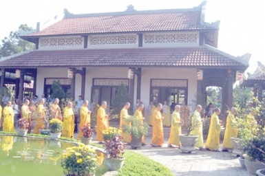 Hue Buddhists hold annual ceremony
