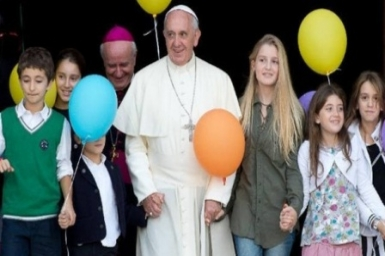 Pope Francis to school children: The light gives us joy and hope