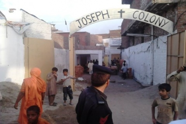 Christians and Muslims back to Joseph Colony with a message of peace