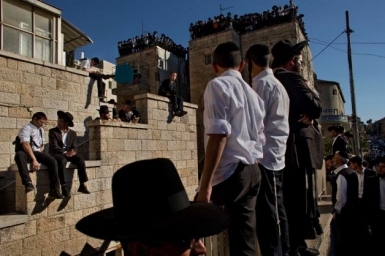More than 700,000 people attend the funeral of Rabbi Ovadia Yosef, Shas` spiritual father