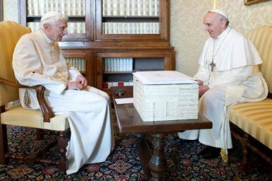 Pope Francis presents 2013 Ratzinger Prize