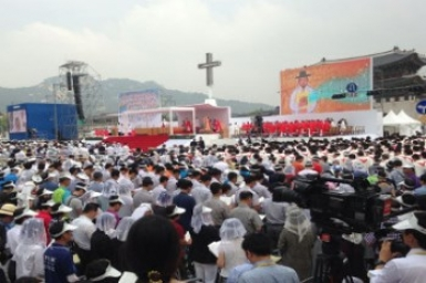 Pope beatifies 124 Korean martyrs, praising their witness to Christ