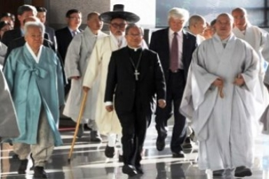 Pope meets leaders of other Churches and faiths in Korea