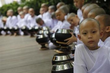 Thailand's young Buddhist nuns challenge social conventions