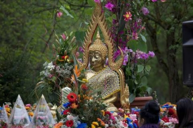 Christians and Buddhists: Together Fostering Fraternity-Message For The Feast of Vesakh 2014