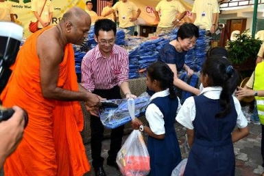 10,000 Malaysian Students Receive School Items