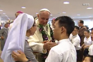 Pope Visits Keottongnae for People with Disabilities