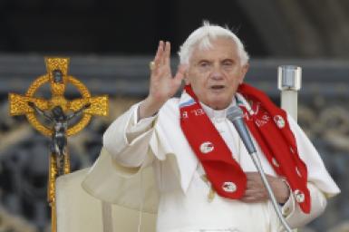 Pope greets members of Holy Spirit Renewal