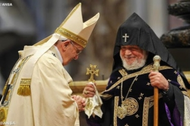Pope focuses on Divine Mercy in Mass for Armenians